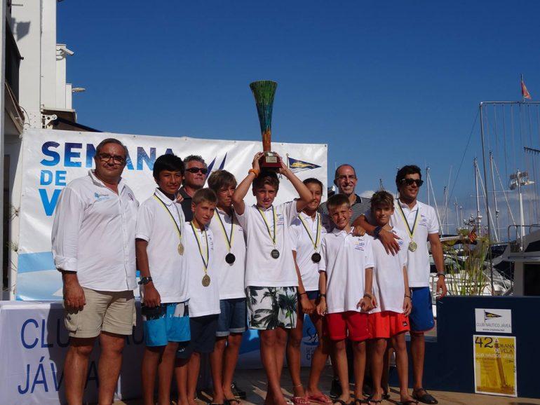 Equipo del Club Náutico Jávea que fue el campeón autonómico
