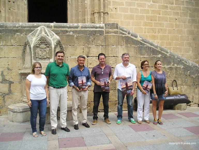 Festeros de Loreto con las autoridades