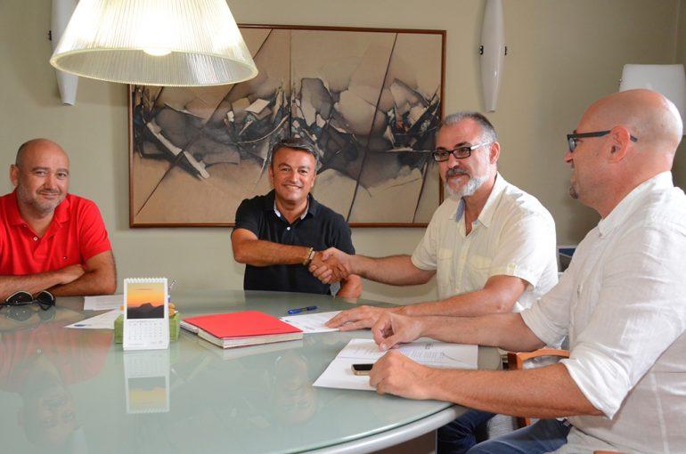 José Chulvi y Sergio Ferrús se dan la mano