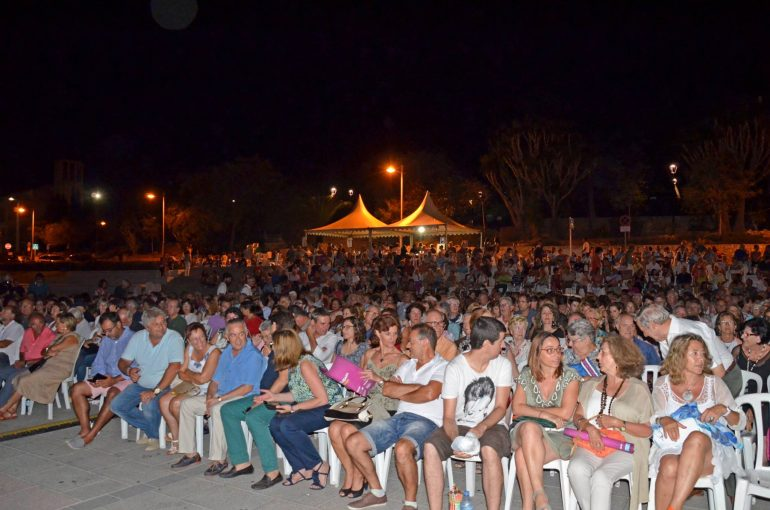 Lleno absoluto en el Festival Xàbia Jazz celebrado en  la plaza de la Constitución.