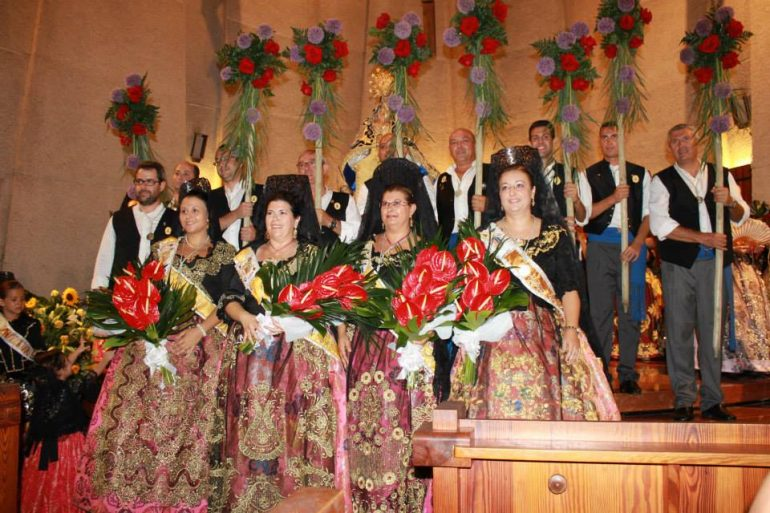 Ofrenda de flores a la Mare de Déu de Loreto