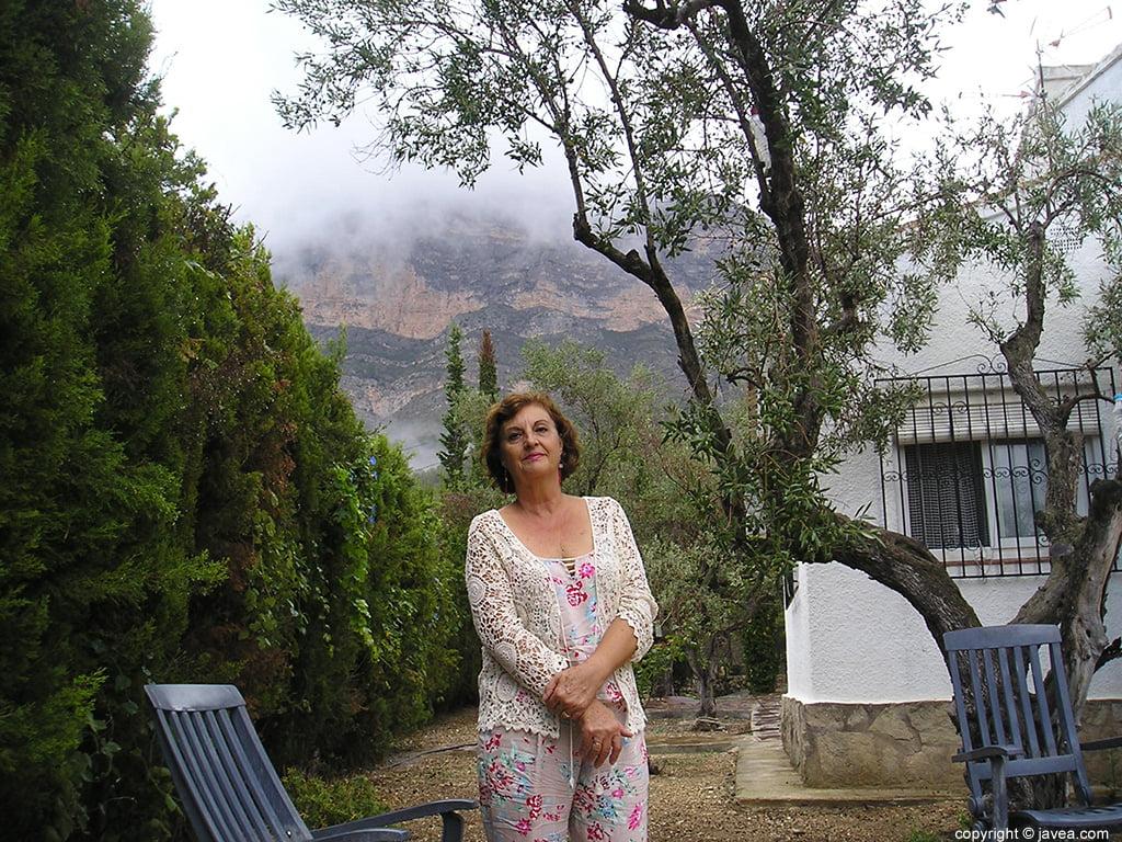 Pepa guardiola en el jardin de su casa for El jardin de india