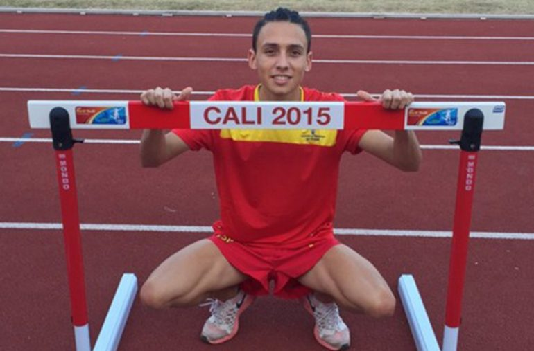 Siro Piña en la pista de atletismo de Cali