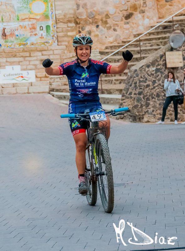 Alicia Margalejo llegando a meta