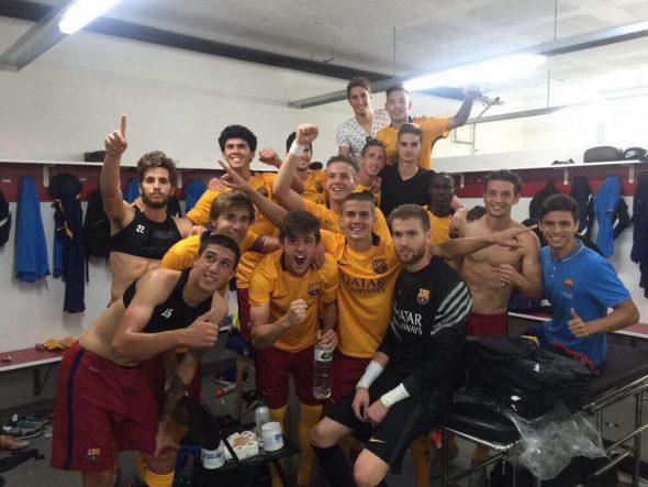 El Barça B de Adrián Ortolà celebra su primer triunfo de la temporada