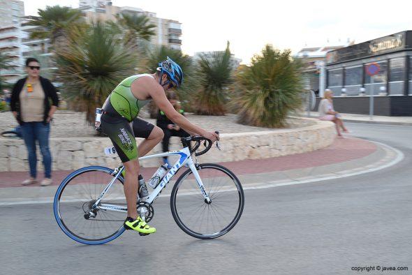 Iván Bisquert  en la bicicleta