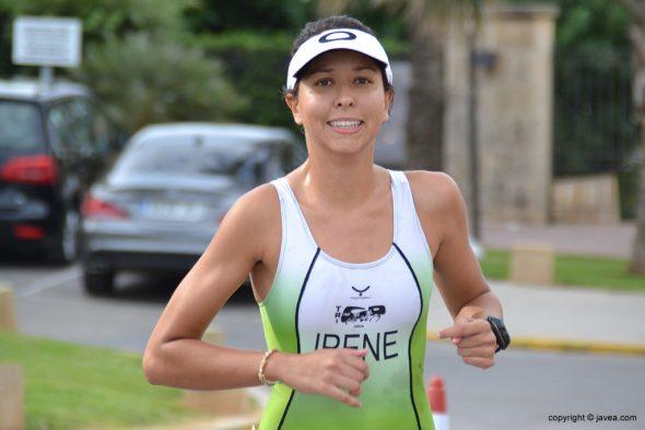 Irene  Bolufer corriendo