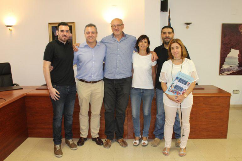 Josep Femenía y Antonio Sentí tras la firma del convenio de tapones solidarios