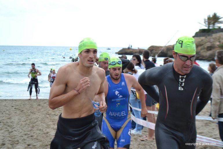 Nadadores en el Trixàbia