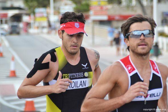 Víctor Froilan corriendo