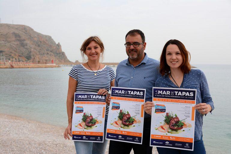 Camprubi presentando el cartel de La Mar de Tapes