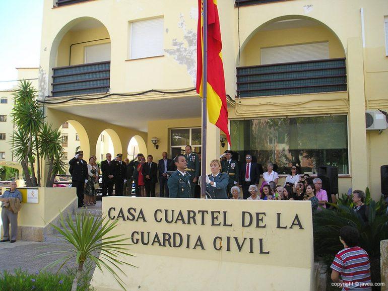 Izada de la bandera de España