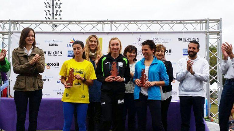 Mª Isabel Ferrer en el centro del podio