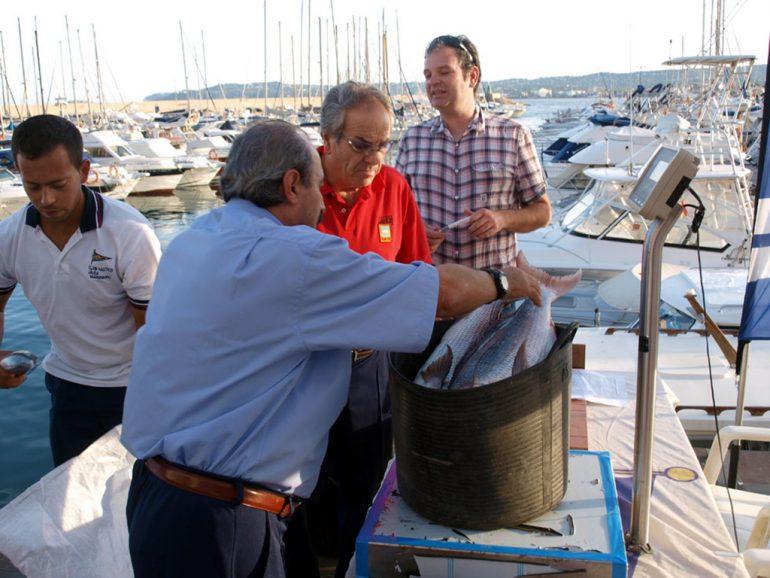 Pesaje capturas del concurso de pesca