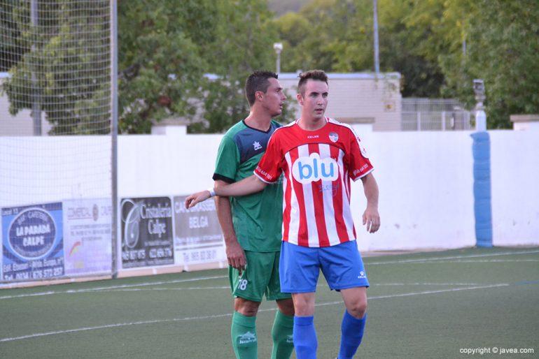 Rubén Ortolá un delantero que necesita marcar goles
