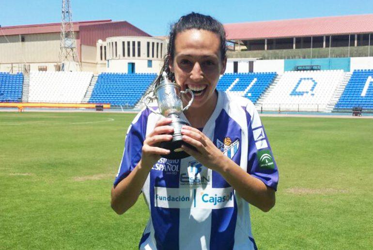 Sandra Castellón con la Copa de la Reina