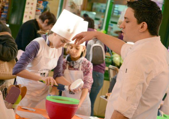 Alberto Ferruz impartiendo el taller de cocina