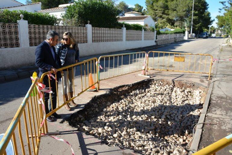 Chulvi y Mata junto a uno de los pozos de drenaje