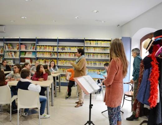 Escolares en el taller de lectura