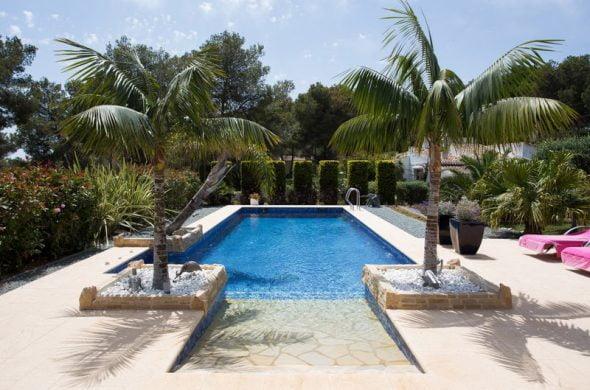 Jardín y piscina Belen Quiroga