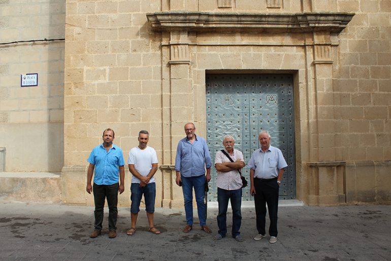 Josep Femenía junto a Guillermo Gilabert sacerdote de Benitatxell