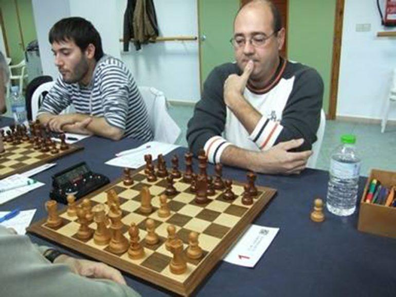 Manuel González ante el tablero