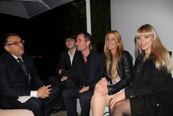 Mira Van 't Hoff reunida con gente del proyecto Poseidron