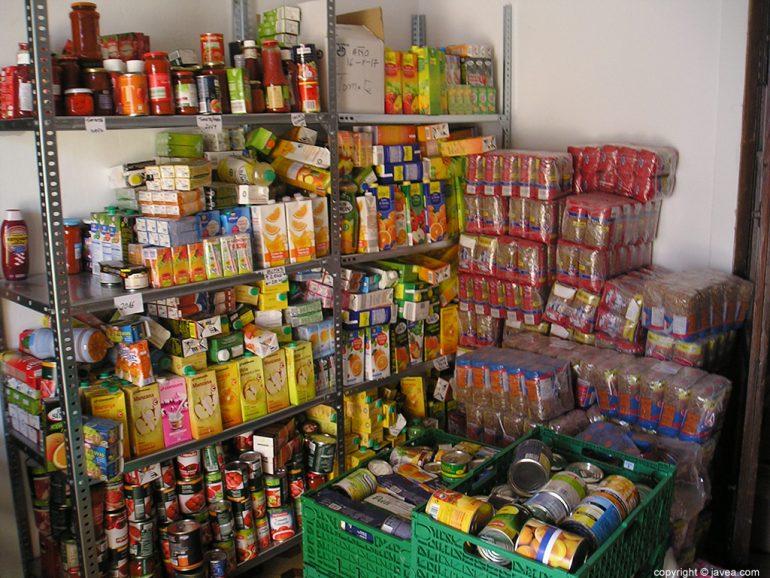 Alimentos en la sede de Càritas