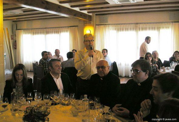 Salvador Casellés hablando a sus cofrades
