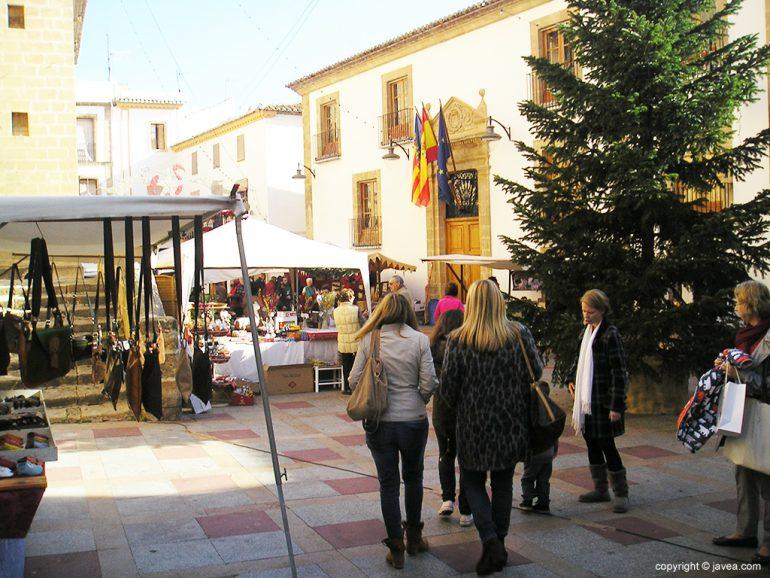 Fira Art i Nadal en la plaza de la Iglesia