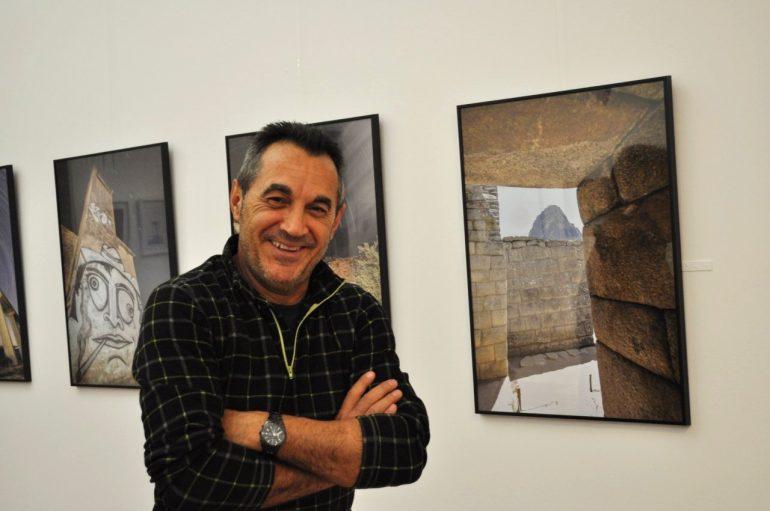 Jordi Tortosa Gassó ante su obra