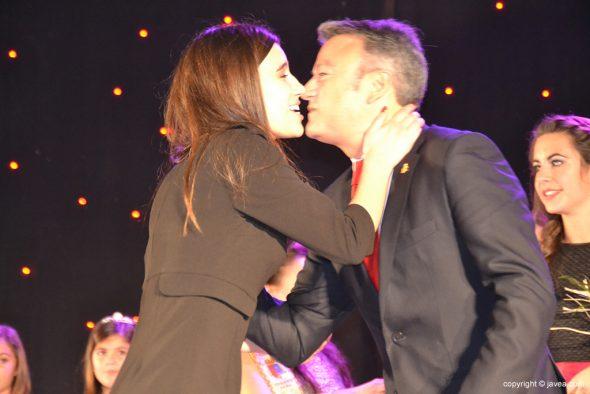José Chulvi besando a Marina Valls