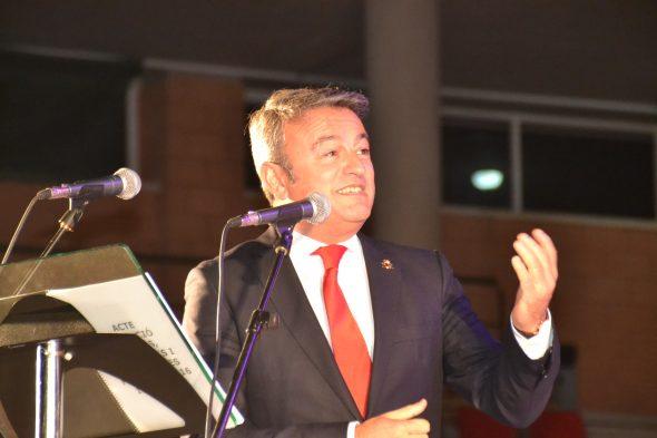 José Chulvi dando la enhorabuena a las elegidas