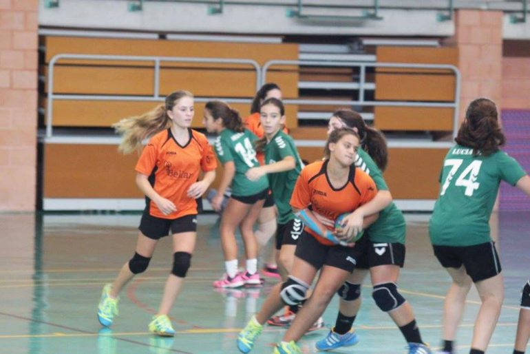 Las infantiles del CH Xàbia durante un partido