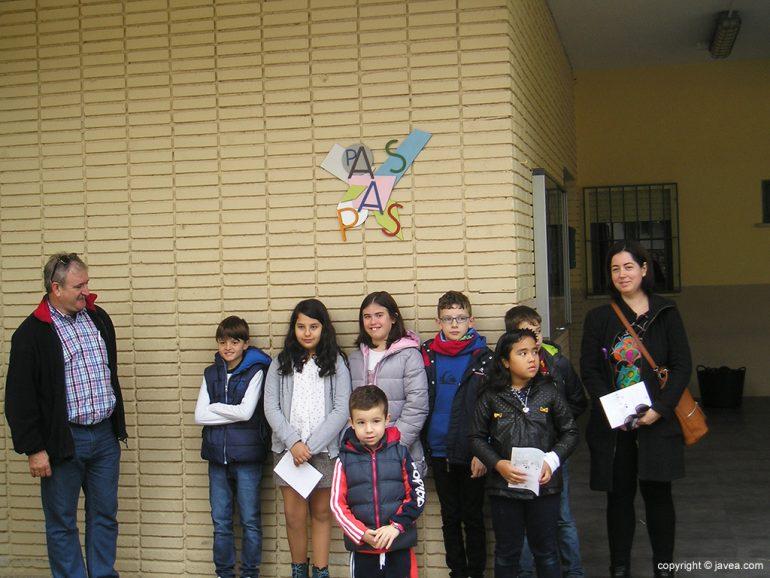 Luego y Villaverde con los niños
