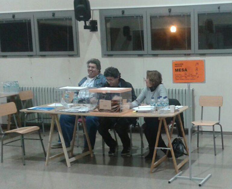 Mesa en la que se tuvo que paralizar la votación