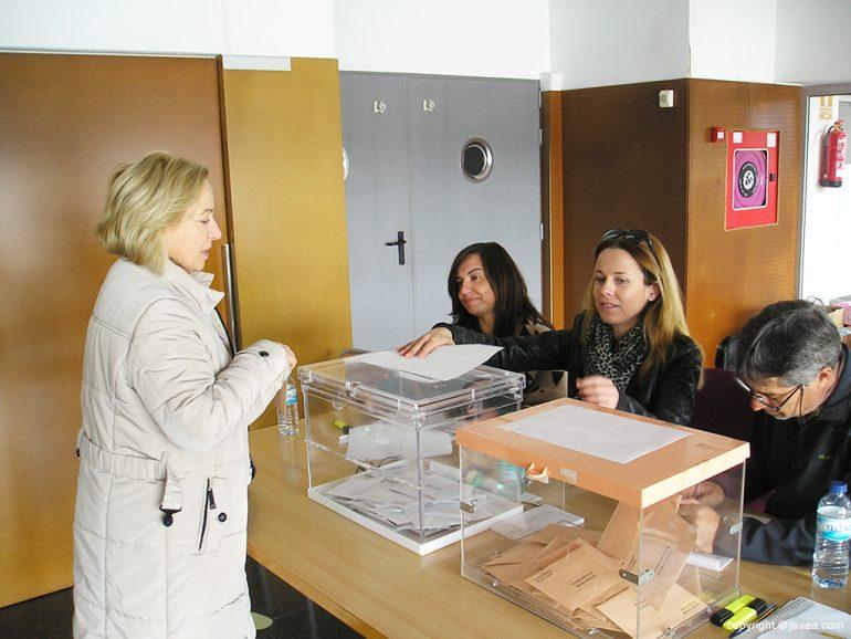 Votantes en Xábia