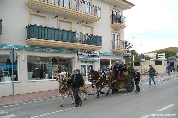 Carruaje desfilando en San Antón
