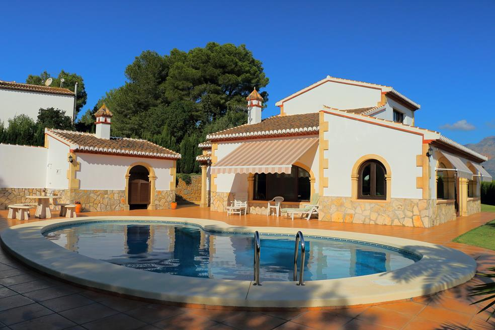 Casa con piscina j x for Casa con piscina urdaibai