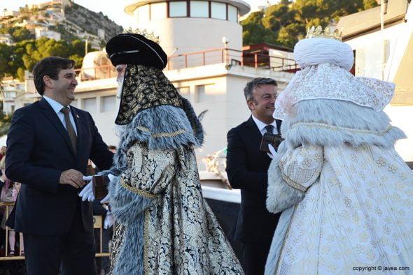 Chulvi y Miragall dan la bienvenida a sus majestades