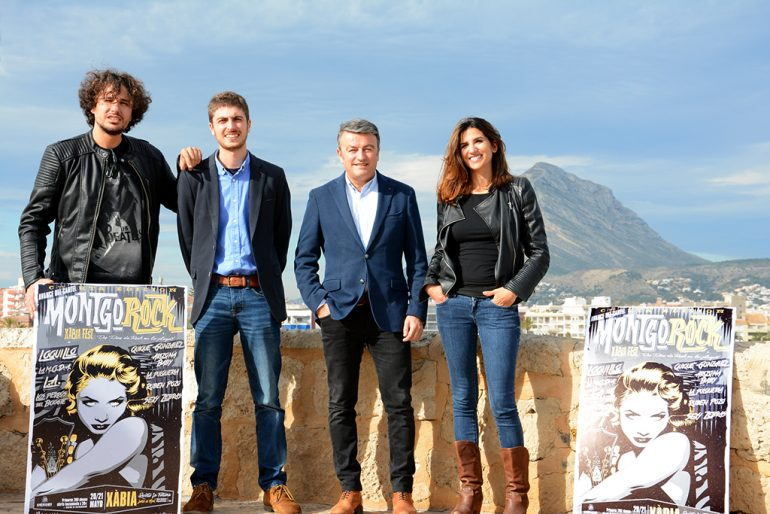 Chulvi y Segarra con los organizadores del Montgorock Festival