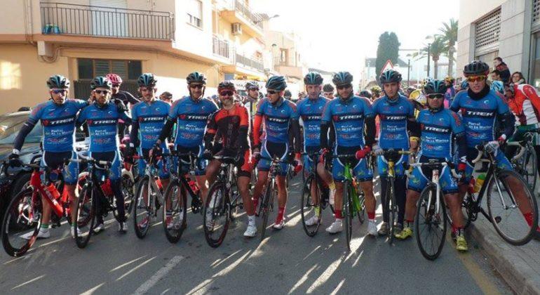 Ciclistas del Portal de la Marina Xàbia' s Bike en la Volta a la Marina