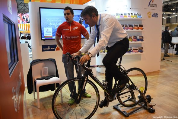 José Chulvi en la bici de La Vuelta