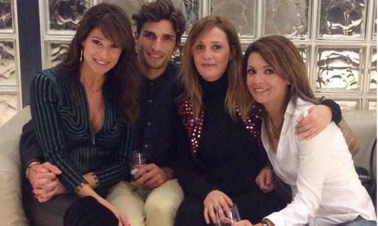 Nahuel Casares junto a Sonia Ferrer y unas amigas