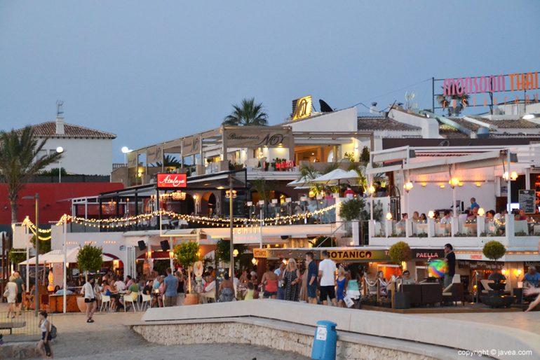 Locales de ocio en la Playa Arenal