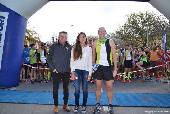 Alcalde de Xàbia junto a Julia Miñana y Vicent Colomer