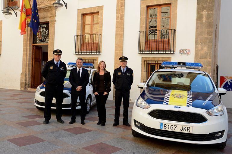 Chulvi en la presentación de los nuevos coches de la P. Local de Xàbia