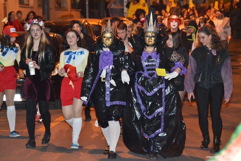 Disfrazados de Venecianos desfilando