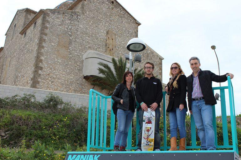 Fhire García con los ediles municipales de Benitatxell