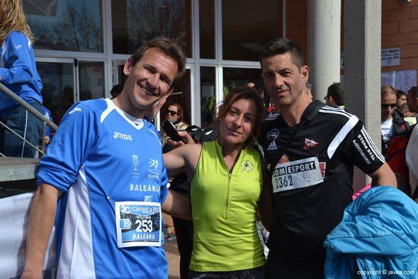 Mayca Sala con dos atletas